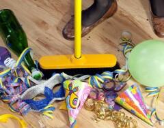 Как быстро убрать квартиру после вечеринки