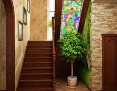 Дизайн интерьера гостиной с лестницей на второй этаж: идеи и рекомендации