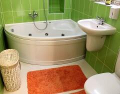 Действительно ли нужна угловая ванна в маленькой ванной комнате