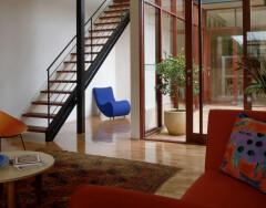 Виды внутриквартирных лестниц на второй этаж: какую выбрать