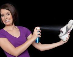 3 незамысловатые хитрости, с помощью которых вы быстро избавитесь от неприятного запаха в обуви