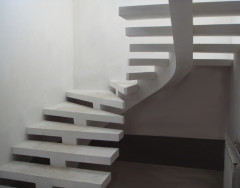 Бетонные лестницы в частных домах: преимущества монолитных конструкций