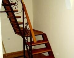 Как сделать деревянную лестницу на второй этаж: инструкция по изготовлению