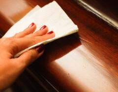 Чем почистить полированную мебель, чтобы она смотрелась как новая