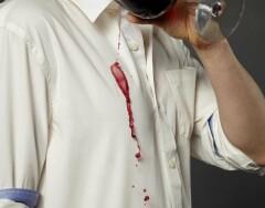 3 простых способа удалить пятно от вина с одежды