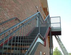 Типы эвакуационных лестниц в общественных зданиях и требования к ним