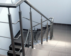 Металлические перила для лестниц: особенности и преимущества