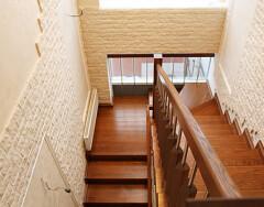 Лестничная площадка в частном доме: разновидности и требования