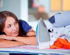 Почему по приметам не стоит гладить постельное белье