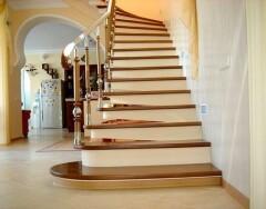 Облицовка ступеней бетонной лестницы деревом