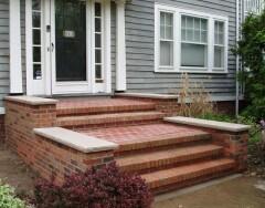 Особенности кирпичного и бетонного крыльца дома: плюсы и минусы