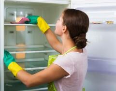 Почему холодильник течет, и что можно с этим сделать