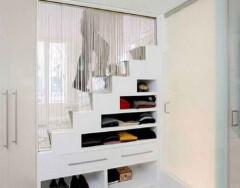 Обустраиваем пространство под лестницей: идеи и рекомендации