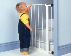 Ограждения на лестницу для защиты от детей: как обезопасить ребенка