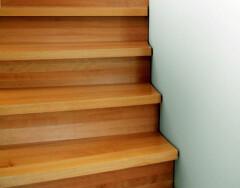 Как выбрать ступени для лестницы: виды и материалы