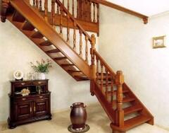 Как выбрать деревянную лестницу на второй этаж: советы специалистов
