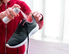 Как избавиться от неприятного запаха обуви, не испортив туфли