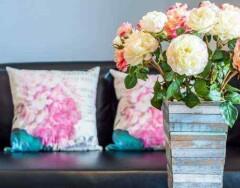 Почему не стоит держать дома искусственные цветы