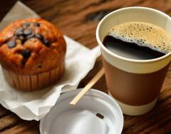 Как правильно использовать пластмассовую крышку от стакана для кофе или трюки, о которых вы не подозревали
