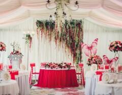 Как правильно оформить свадебный стол