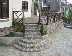 Особенности крыльца для дачи или загородного дома: что необходимо знать