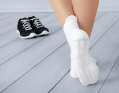 Как новые: маленькие хитрости для стирки белых носочков