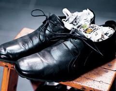 8 способов высушить обувь быстро, если время поджимает