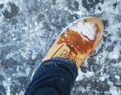 Почему нельзя сушить обувь на батарее и как это делать правильно