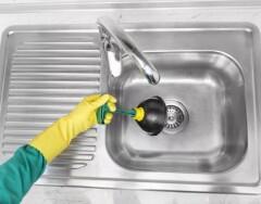 Засор в раковине: самые эффективные способы устранения