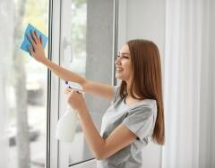 Лайфхаки, которые облегчат вам мытье окон