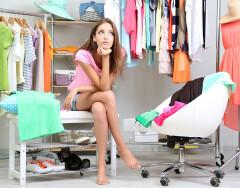 Нечего надеть и некуда складывать – как навести порядок в гардеробе, чтобы решить сразу обе проблемы