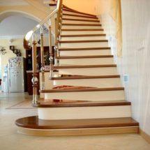 Деревянная облицовка лестницы