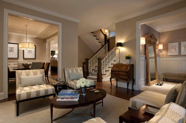 Интерьер гостиной с лестницей на второй этаж: фотоидеи