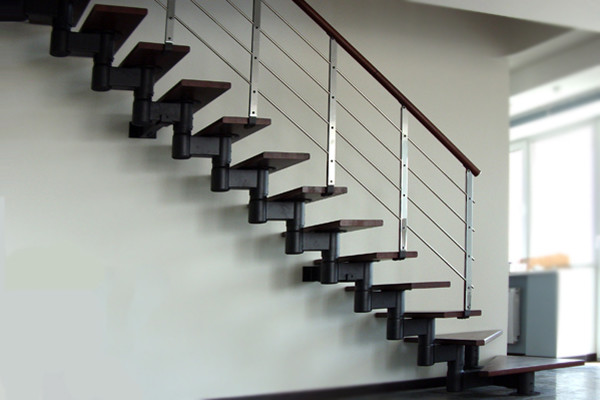 Одномаршевая малогабаритная лестница