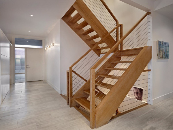 Двухмаршевая лестница без подступёнка