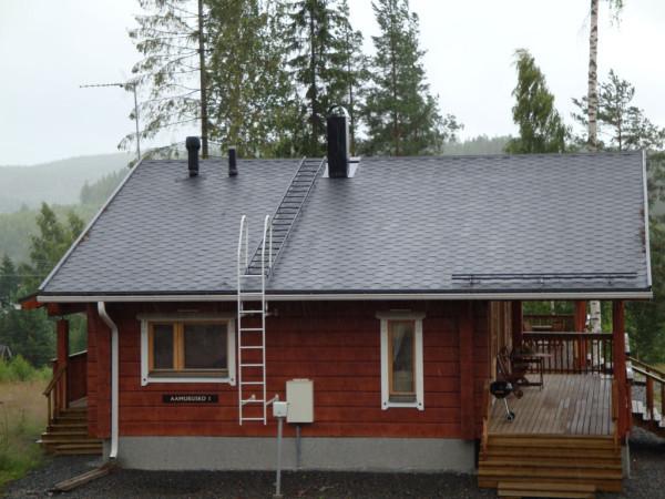 Лестница на крыше жилого дома
